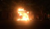 Clip: Cháy lớn trong đêm, tiệm bánh 3 tầng tại Hà Tĩnh bị bà hỏa thiêu rụi