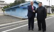 Cái bắt tay lịch sử tại biên giới hai miền Triều Tiên