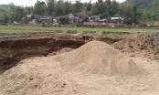 Bắc Kạn: Phá nát ruộng để khai thác cát trái phép
