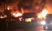 Phú Thọ: Đám cháy rực lửa trong đêm, nhiều ki-ốt bị thiêu rụi