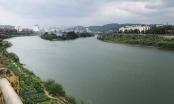 Lào Cai: Nước sông Hồng có màu xanh bất thường ngày đầu năm