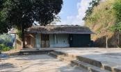 """Tuyên Quang: Bị hàng xóm rào đường trong hai năm, ba gia đình cô lập trong """"ốc đảo""""?"""