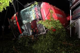 Xe khách mất lái trên quốc lộ, nhiều người thương vong