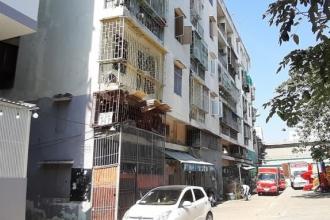 Phá dỡ khẩn cấp chung cư bị nghiêng