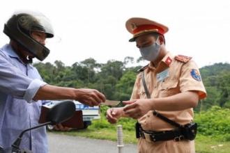 Tước quyền sử dụng giấy phép lái xe gần 13.000 trường hợp
