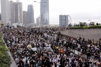 Hình ảnh quốc tế ấn tượng: 'Biển người' tiếp tục biểu tình, Hong Kong hoãn thảo luận dự luật dẫn độ