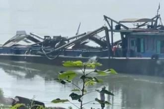 Bắt giam 4 đối tượng khai thác cát trái phép trên sông Đà