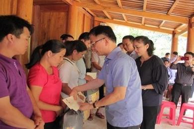 Bộ trưởng Bộ Tư pháp đến thăm người dân vùng lũ Quan Sơn, Thanh Hoá