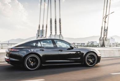 'Cận cảnh' Porsche Panamera 4 Sport Turismo về Việt Nam giá hơn 5 tỷ