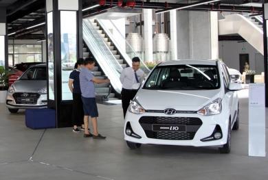 Ô tô tăng giá từng ngày sau khi chốt giảm 50% lệ phí trước bạ