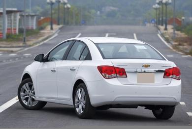 Với 300 triệu, chọn mua ô tô cũ của hãng nào để đi chơi Tết?