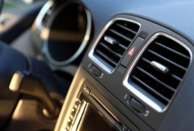 Điều hoà ô tô ngày nắng rát, cách dùng để không 'tàn phá' sức khoẻ và nhiên liệu