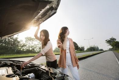 Đi ô tô gặp sự cố, cần làm gì trước khi gọi cứu hộ để tránh mất tiền oan?