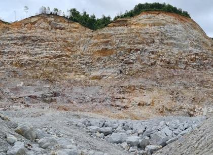 """Người dân bức xúc vì Công ty Phương Đông """"quên"""" hoàn nguyên sau khai thác khoáng sản"""