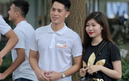 Quang Hải, Đình Trọng cùng dàn cầu thủ Hà Nội hóa soái ca áo trắng