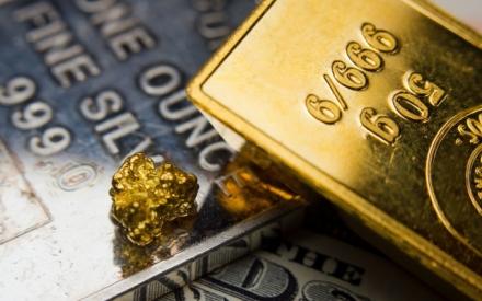 Giá vàng hôm nay 19/4: Giá vàng chìm dưới đáy sâu