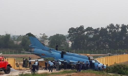 Máy bay quân sự gặp sự cố khi hạ cánh ở Yên Bái