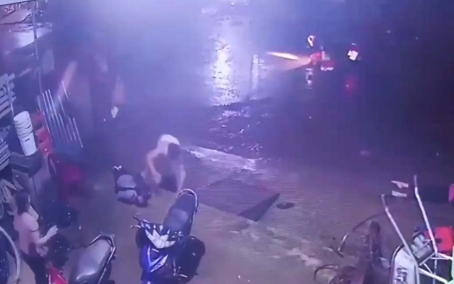 Clip khoảnh khắc 3 học sinh bị điện giật ở Đắk Nông