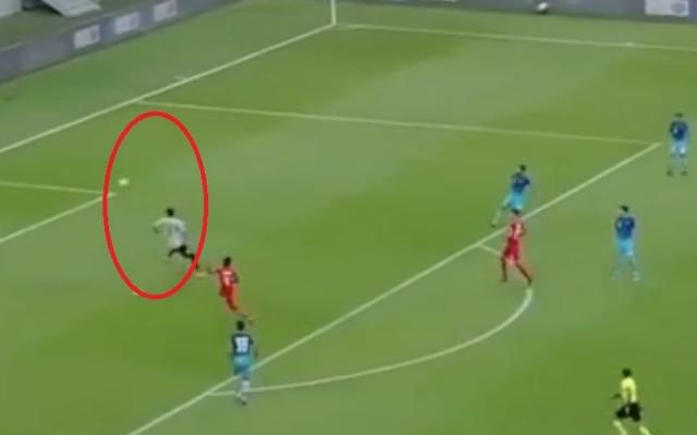 [Clip]: Sai lầm ngớ ngẩn của thủ môn khiến đội nhà thủng lưới ngay phút đầu trận đấu