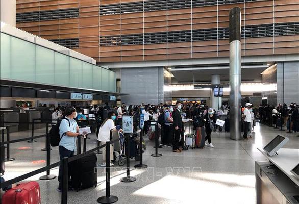Gần 300 người Việt từ Hoa Kỳ và Nhật Bản về nước qua sân bay Cam Ran