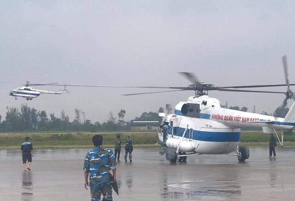 Theo những chuyến bay cứu nạn trong mưa lũ miền Trung