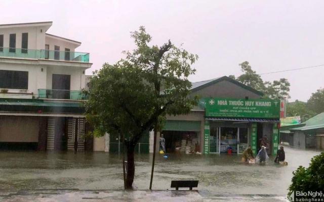 Nhiều tuyến đường, khu dân cư Tp Vinh chìm trong biển nước