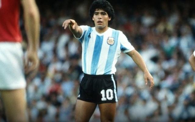 [Clip]: Chiêm ngưỡng lại những pha đi bóng để đời của huyền thoại Diego Maradona
