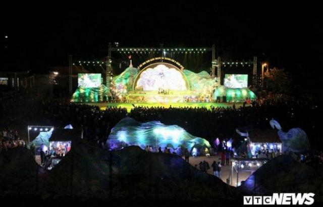 Hàng vạn người nô nức dự lễ hội Hoa tam giác mạch ở Hà Giang
