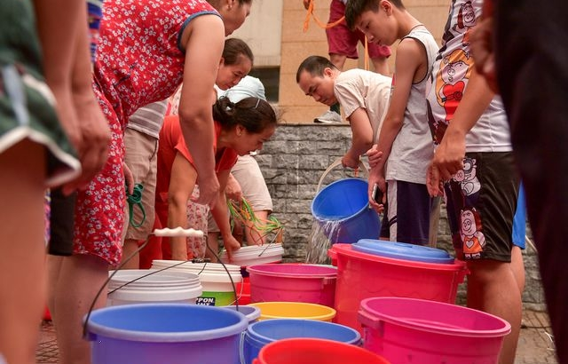 """10.000 cư dân Tân Tây Đô đang """"khát khô cổ"""" vì mất nước sinh hoạt"""