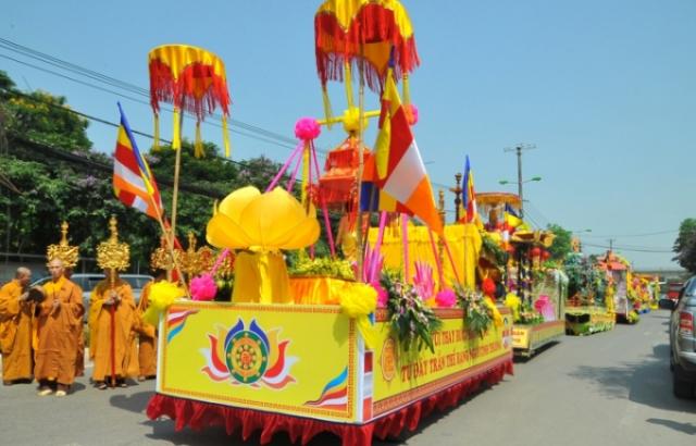 Ấn tượng hình ảnh diễu hành xe hoa, và nghi thức Phật giáo mừng Đại lễ Phật đản 2019 tại Hà Nội