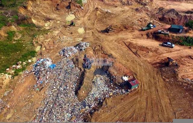 Hàng trăm tấn rác 'đổ tạm' trên đỉnh núi ở Vĩnh Phúc