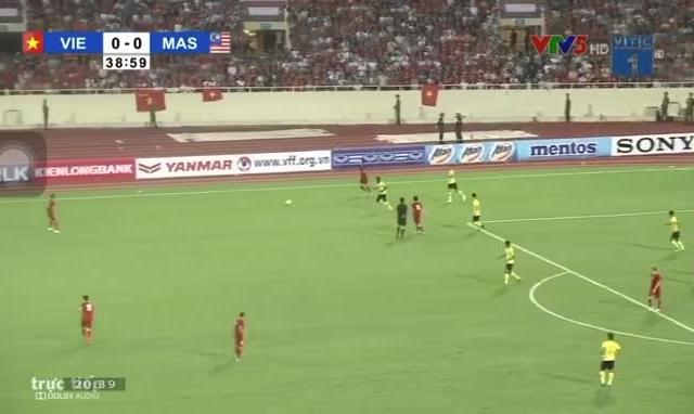 Xem lại bàn thắng ngẫu hứng của Quang Hải vào lưới Malaysia