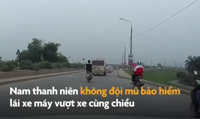 """Video: Người đàn ông đi xe máy vượt ẩu, bị ô tô con """"húc"""" trực diện"""