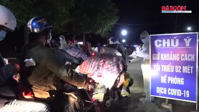 Video: CSGT dẫn đường, hỗ trợ ăn, nghỉ cho đoàn người đông đúc từ miền Nam về miền Trung