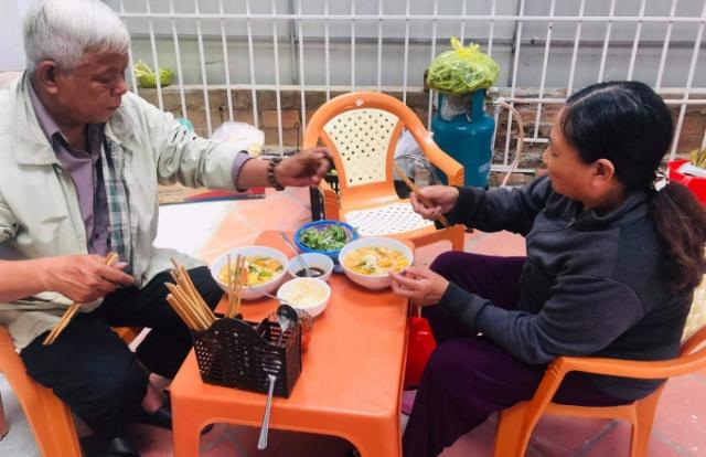 Bếp ăn tình thương trao nghĩa tình đến bà con nghèo xứ Huế