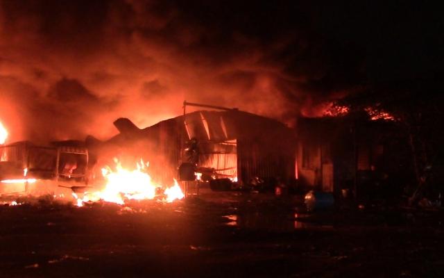 Bình Dương: Khói lửa bao trùm vựa phế liệu