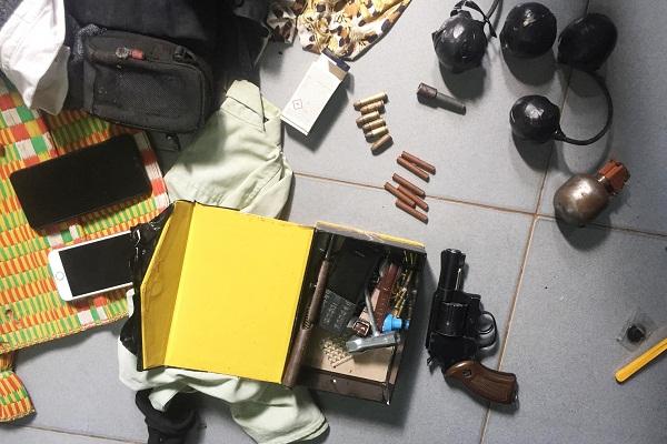 Bắt 2 đối tượng tàng trữ ma túy cùng nhiều hung khí