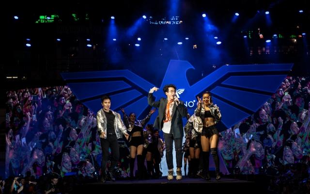 Hà Anh Tuấn, Bích Phương, Khắc Việt khiến 20 nghìn khán giả bùng nổ tại show thời trang nam