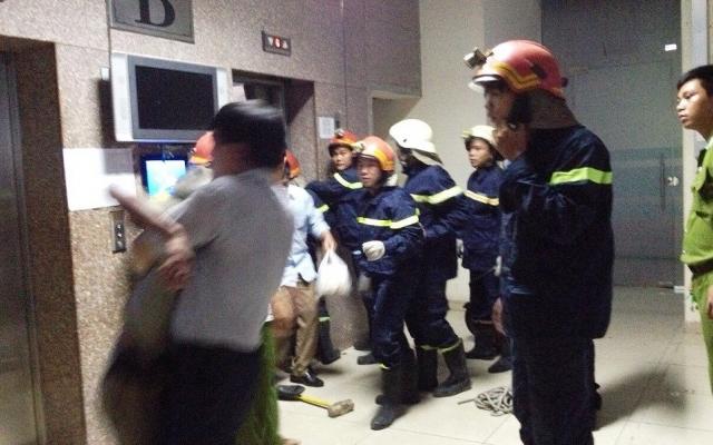Thang máy ở TP HCM bị mắc kẹt, 21 người hoảng loạn cầu cứu