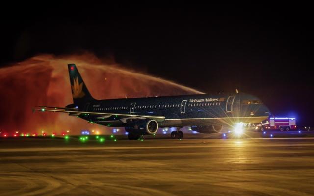 Sân bay Vân Đồn đón chuyến bay quốc tế đầu tiên của hàng không Việt Nam