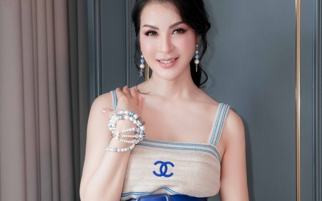 MC Thanh Maikhoe lưng trần gợi cảm ở tuổi trung niên