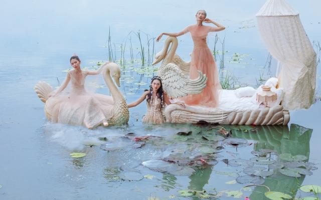 Thùy Dương, Hằng Nguyễn, Quỳnh Anh tạo dáng như vũ công trong bộ ảnh mới