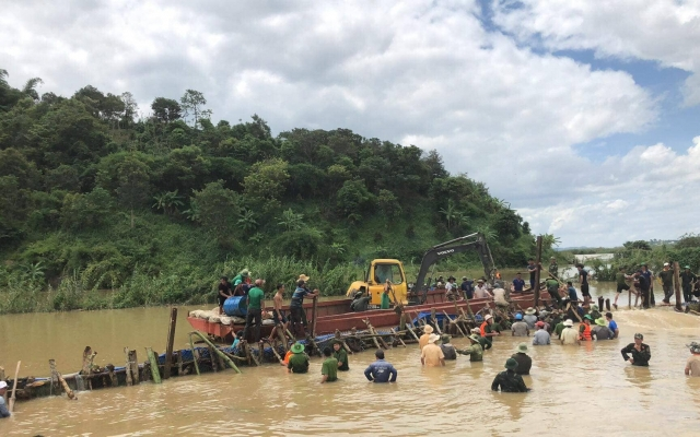 Khắc phục sự cố vỡ đê ở tỉnh Đắk Lắk