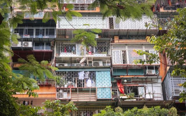 """PHOTOS - """"Chuồng cọp"""" bủa vây chung cư cũ có vị trí đắc địa tại Thủ đô"""