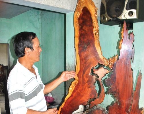 Gốc củi bỏ đi trở thành tác phẩm gỗ lũa nghệ thuật