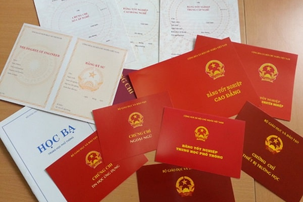 Hàng loạt quan xã ở Hà Tĩnh dùng bằng giả thăng tiến bị cách chức, buộc thôi việc