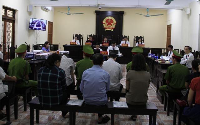 """Xét xử vụ gian lận thi cử tại Hà Giang: """"Sốc"""" với hành vi """"phù phép"""" điểm thi của các bị cáo"""