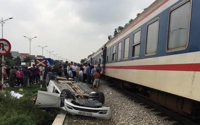 Người phụ nữ điều khiển ô tô băng qua đường ngang bị tàu hỏa tông tử vong