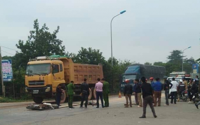 Một học sinh chết thảm sau cú va chạm với xe tải