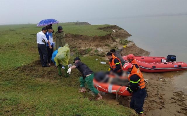 Thi thể nam thanh niên 20 tuổi nổi trên sông Lam